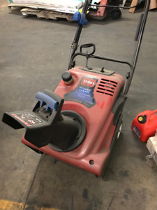 """Toro Power Clear 21"""" Snow-blower, 4-stroke - barely used"""