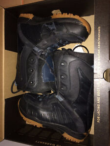 SIZE 8 SNOWBOARD BOOTS