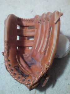 Cooper Soft Tanned Steerhide Softball Glove fits LH w/Ball $75