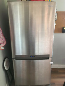 "Samsung Stainless Steel Fridge (33"" wide)"