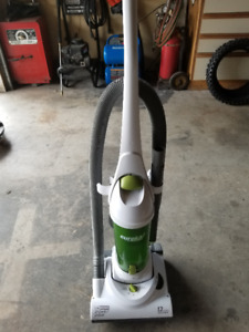 Electric Vacuum, Low hours - GREAT PRICE