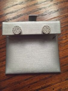 Women's Diamond earrings Kitchener / Waterloo Kitchener Area image 1