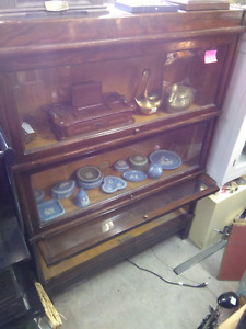 BARRISTER BOOKCASE GLOBE AND WERNICKE ANTIQUE HARD TO FIND!