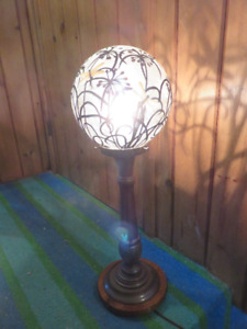 1 MODERN ROUND DRAGON FLY TABLE LIGHT ASKING $55