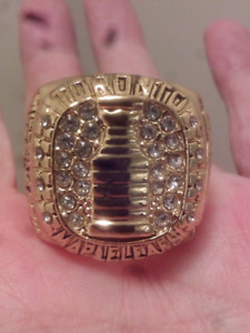 LARGE HEAVY TORONTO MAPLE LEAFS STANLEY CUP CHAMPIONSHIP RING