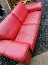 3+2 Italian sofas. Delivery available. Red leather