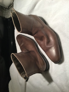 New Kenneth Cole Reaction taupe/khaki boots. Size 7.5 $279US