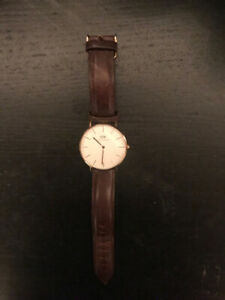 Classic Brown and Rose Gold Daniel Wellington Watch 32mm