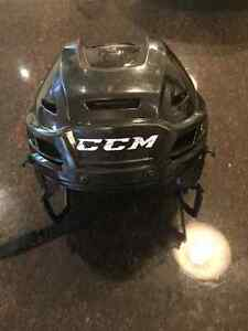 Casque de hockey ccm res100 XS West Island Greater Montréal image 1
