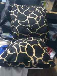 2 decorative pillows giraffe print  Kitchener / Waterloo Kitchener Area image 1