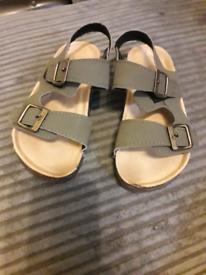 FREE Kids sandals size 10