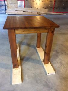 Table bistro 30' en bois massif cèdre