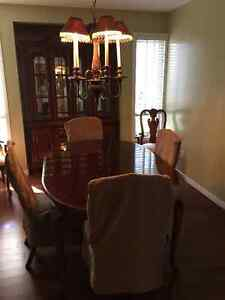 7 piece dining set and hutch
