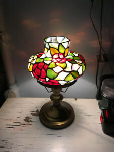 BEAUTIFUL STAINED GLASS TABLE LAMP