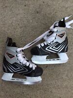 CCM Youth Hockey Stakes Size 11