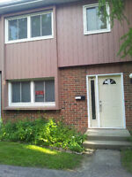 1 yr or 8 month lease - Rooms for rent - 121 University Ave E
