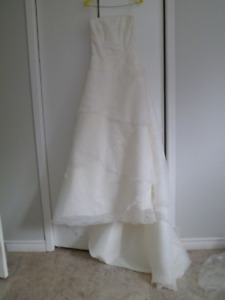 Gorgeous never been worn wedding dress