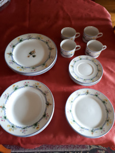 22 pce,  serving of 4, Fine  Porcelain Dinnerware Set