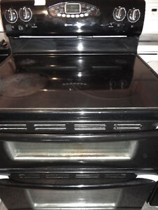 Maytag Black Glass Stove Double Ovens in Excelent Conditon