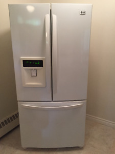 LG 23 cubic foot refrigerator mint condition