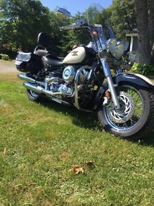 2010 Yamaha v-star 650    LOW KMS !!!