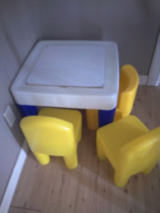 Henry table and four chairs kids
