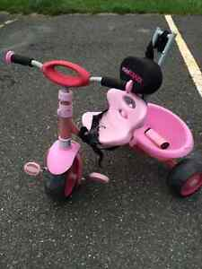 Tricycle rose pour fille comme neuf