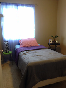 Room for rent f$450 for female only, with utilities