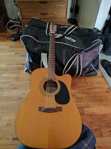 Acoustic Cort MR-F NAT guitar. Need to sell ASAP, priced accordi