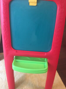 Fun and clean child art easel (for paint, paper and whiteboard)