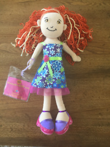 GROOVY GIRL WITH RED HAIR in FLOWERY SUMMER DRESS