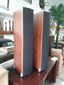 Polk Audio Monitor 70 floor standing speakers. Mint!
