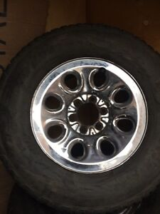 GM rim and Tires GoodYear Wrangler 265/70/17