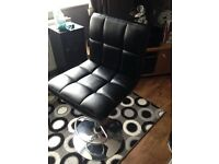 Black gas lift swivel chair