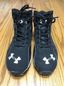 UNDER ARMOUR FOOTBALL CLEATS Size 5.5 youth