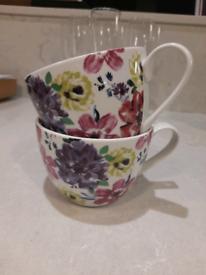 2 x floral mugs.