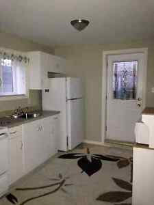 Available immediately!! 2 bedroom apt