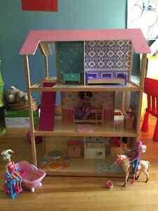 Maison de Barbie et cuisinette