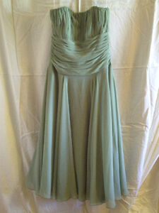 GREEN PARTY DRESS -- ROBE DE SOIREE VERTE