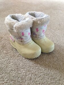 Size 5 White Toddler Winter Boots - only $2!