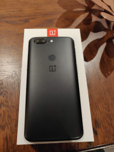 Black OnePlus 5T 128GB 8GB/RAM *FLAWLESS CONDITION* *EXTRAS