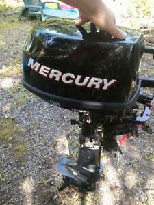 Moteur Mercury 6 Forces et bidon (excellente condition)