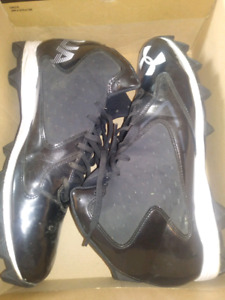 Size 13 underarmour football cleats