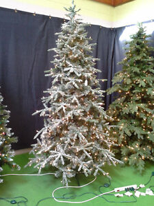 NEVER USED, 7 1/2' PRE-LIT(550 CLEAR WHITE BULBS) CHRISTMAS TREE