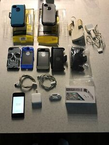 UNLOCKED iPhone 4S 16G Black with tons of accessories! Unscratch
