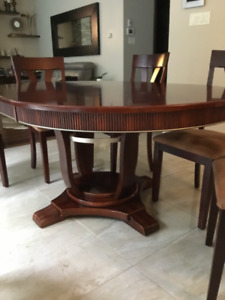 Dining table round with extension and 6 bermex chairs