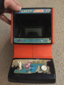 Coleco Mini-Arcade Donkey Kong Junior In the beginning of the ga