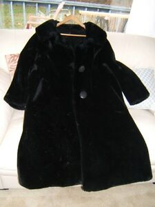 LADY'S VINTAGE BORG COAT
