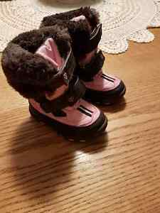 Snow boots and winter boots size 5 Almost NEW!!!