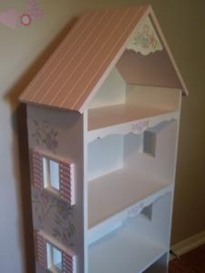 Bibliothèque de bois enfants - petite maison